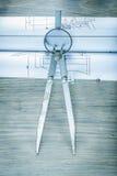 Σχέδια εφαρμοσμένης μηχανικής διαιρετών στην ξύλινη κατασκευή πινάκων concep Στοκ Εικόνα
