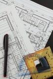 Σχέδια της οικοδόμησης Αρχιτεκτονικό πρόγραμμα Το σχέδιο ορόφων σχεδίασε να στηριχτεί στο σχέδιο Στοκ φωτογραφία με δικαίωμα ελεύθερης χρήσης