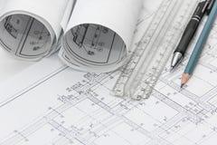 Σχέδια του κτηρίου και των μολυβιών Στοκ Εικόνες