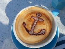 Σχέδιο αγκύρων στο φλυτζάνι καφέ Στοκ φωτογραφίες με δικαίωμα ελεύθερης χρήσης