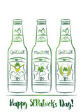 Σχέδιο για την ημέρα του ST Patricks με το μπουκάλι μπύρας τρία με τις ετικέτες ελεύθερη απεικόνιση δικαιώματος