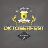 Σχέδιο εορτασμών Oktoberfest, εκλεκτής ποιότητας αφίσα με το υπόβαθρο πινάκων κιμωλίας Στοκ Φωτογραφίες
