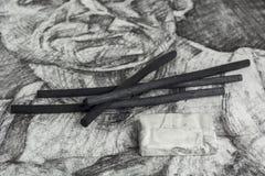 Σχέδιο και ραβδιά ξυλάνθρακα Στοκ φωτογραφίες με δικαίωμα ελεύθερης χρήσης