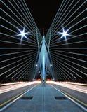 Σχέδιο και σχέδιο της γέφυρας με τα ελαφριά ίχνη αυτοκινήτων Στοκ φωτογραφία με δικαίωμα ελεύθερης χρήσης