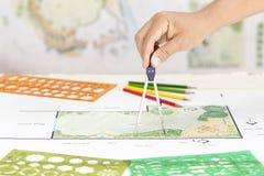 Σχέδιο κατωφλιών μορφής Λ σχεδίου αρχιτεκτόνων τοπίου Στοκ φωτογραφίες με δικαίωμα ελεύθερης χρήσης