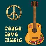 Σχέδιο κειμένων ΜΟΥΣΙΚΗΣ ΑΓΑΠΗΣ ΕΙΡΗΝΗΣ με το σύμβολο και την κιθάρα ειρήνης Στοκ Εικόνα