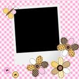Σχέδιο κοριτσάκι λευκώματος αποκομμάτων με το πλαίσιο φωτογραφιών και το λουλούδι προσθηκών διανυσματική απεικόνιση