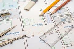 Σχέδιο ορόφων σπιτιών με την πυξίδα σχεδίων Στοκ εικόνες με δικαίωμα ελεύθερης χρήσης