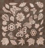 Σχέδιο πεταλούδων, φύλλων και λουλουδιών. Κοπή εγγράφου. Στοκ Εικόνες
