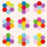 Σχέδιο προσθηκών με τα λουλούδια φιαγμένο από εξαγωνικά μπαλώματα απεικόνιση αποθεμάτων