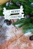 Σχέδιο συνόρων Χριστουγέννων με τα χιονισμένα pinecones Στοκ εικόνα με δικαίωμα ελεύθερης χρήσης