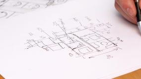 Σχέδιο σχεδίων χεριών προσώπου για την μπλε τυπωμένη ύλη Κινηματογράφηση σε πρώτο πλάνο φιλμ μικρού μήκους