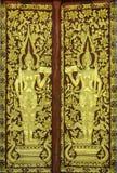 Σχέδιο της πόρτας εκκλησιών στο ναό Ταϊλάνδη Στοκ φωτογραφία με δικαίωμα ελεύθερης χρήσης