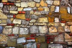 Σχέδιο του ραγισμένου τοίχου πετρών Στοκ Φωτογραφίες