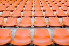 Κενά πορτοκαλιά καθίσματα σταδίων Στοκ φωτογραφίες με δικαίωμα ελεύθερης χρήσης