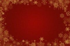 Σχέδιο Χριστουγέννων στο κόκκινο υπόβαθρο με τα σύνορα showflakes Στοκ φωτογραφία με δικαίωμα ελεύθερης χρήσης