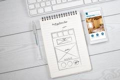 Σχέδιο app σε έναν άσπρο υπολογιστή γραφείου Στοκ Φωτογραφία