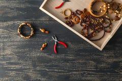 Σχεδιασμός της έννοιας, handcraft χάντρες στον πίνακα για το χόμπι στοκ φωτογραφία με δικαίωμα ελεύθερης χρήσης