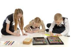 σχεδιασμός 2 παιδιών που δεσμεύεται στοκ φωτογραφίες με δικαίωμα ελεύθερης χρήσης