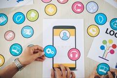 Σχεδιαστές συγκομιδών που δημιουργούν τα κινητά app εικονίδια Στοκ εικόνα με δικαίωμα ελεύθερης χρήσης