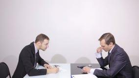 Σχετικά με την επαφή εμείς έννοια στην οπτική οθόνη πίεση κουμπιών επιχειρηματιών απόθεμα βίντεο