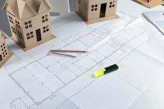 Σχεδιάγραμμα σχεδίων σπιτιών και πρότυπη έννοια για τη νέα βελτίωση σχεδίου ή σπιτιών Στοκ φωτογραφία με δικαίωμα ελεύθερης χρήσης