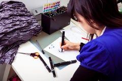 Σχεδιαστής μόδας στο στούντιό της Στοκ φωτογραφίες με δικαίωμα ελεύθερης χρήσης