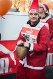 Σχεδόν 10.000 Santas συμμετέχουν στο Babbo τρέχοντας στο Μιλάνο, Ιταλία Στοκ Φωτογραφίες