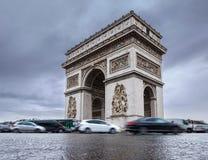 σχηματίστε αψίδα ηλιόλουστο θριαμβευτικό του Παρισιού τοπίων ημέρας πόλεων Arc de Triomphe Άποψη της θέσης Charles de Gaulle Στοκ Φωτογραφία