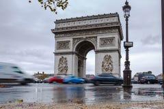 σχηματίστε αψίδα ηλιόλουστο θριαμβευτικό του Παρισιού τοπίων ημέρας πόλεων Arc de Triomphe Άποψη της θέσης Charles de Gaulle Στοκ φωτογραφία με δικαίωμα ελεύθερης χρήσης