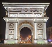 σχηματίστε αψίδα ηλιόλουστο θριαμβευτικό του Παρισιού τοπίων ημέρας πόλεων Στοκ Φωτογραφίες