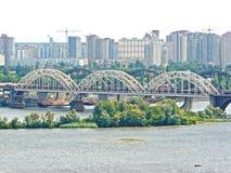 σχηματισμένες αψίδα γέφυρ&e Στοκ εικόνες με δικαίωμα ελεύθερης χρήσης