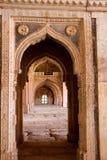 Σχηματισμένες αψίδα πέτρινες πόρτες, Mandu Στοκ φωτογραφία με δικαίωμα ελεύθερης χρήσης