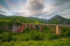 Σχηματισμένη αψίδα Durdevica γέφυρα Μαυροβούνιο της Tara Στοκ φωτογραφίες με δικαίωμα ελεύθερης χρήσης