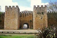 Σχηματισμένος αψίδα entraceway στο Λάγκος, Αλγκάρβε, Πορτογαλία στοκ εικόνες με δικαίωμα ελεύθερης χρήσης