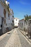 Σχηματισμένος αψίδα entraceway στο Λάγκος, Αλγκάρβε, Πορτογαλία στοκ εικόνες