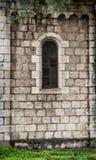 Σχηματισμένο αψίδα παράθυρο στον τοίχο πετρών, Ιερουσαλήμ Στοκ φωτογραφία με δικαίωμα ελεύθερης χρήσης