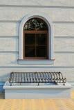 σχηματισμένο αψίδα παράθυ&rho Στοκ εικόνα με δικαίωμα ελεύθερης χρήσης