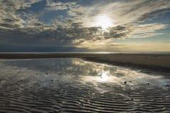 Σχηματισμοί άμμου στις ακτίνες παραλιών και ήλιων Στοκ φωτογραφία με δικαίωμα ελεύθερης χρήσης
