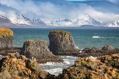 Σχηματισμοί βασαλτών σε Arnarstapi, Ισλανδία Στοκ φωτογραφίες με δικαίωμα ελεύθερης χρήσης