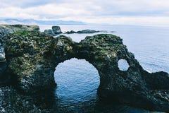 Σχηματισμοί βασαλτών στην ακτή στην Ισλανδία Στοκ Εικόνες