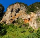 Σχηματισμοί βράχου ασβεστόλιθων παραλιών Sai Railay και τόνου σε Krabi, Ταϊλάνδη Στοκ εικόνες με δικαίωμα ελεύθερης χρήσης