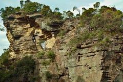 Σχηματισμοί βράχου, γκρεμός, που αναρριχούνται στον τοίχο, μπλε βουνά, Αυστραλία στοκ εικόνες με δικαίωμα ελεύθερης χρήσης