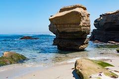 Σχηματισμοί βράχου και διάβρωση Cliffside στη Λα Χόγια, Καλιφόρνια Στοκ Εικόνες