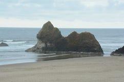 Σχηματισμοί βράχου στην παραλία Arcadia - ακτή του Όρεγκον στοκ φωτογραφίες με δικαίωμα ελεύθερης χρήσης