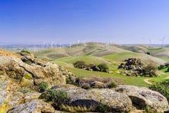 Σχηματισμοί βράχου στους λόφους του ενάντιου νομού πλευρών στοκ εικόνα