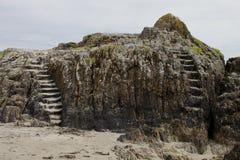 Σχηματισμός βράχου με τα βήματα πετρών Στοκ φωτογραφία με δικαίωμα ελεύθερης χρήσης