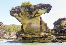 Σχηματισμός βράχου στο εθνικό πάρκο Μπόρνεο Μαλαισία Bako παραλιών στοκ εικόνες