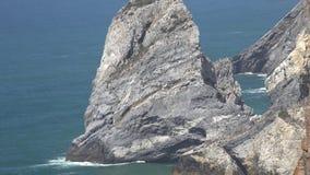 Σχηματισμός βράχου στο νερό απόθεμα βίντεο