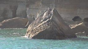 Σχηματισμός βράχου στο νερό φιλμ μικρού μήκους